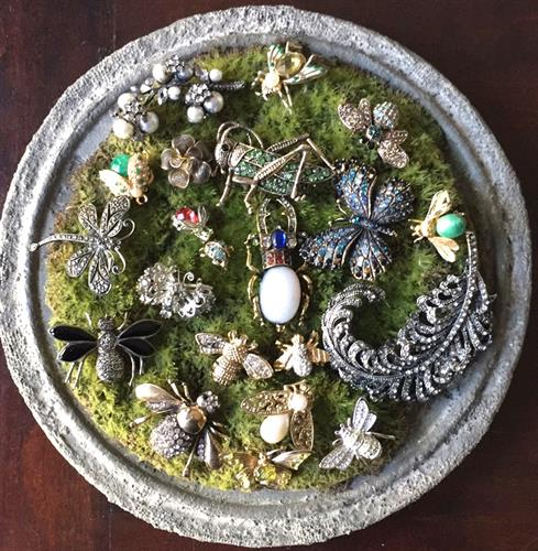 Vintage brooches at www.pintamology.com