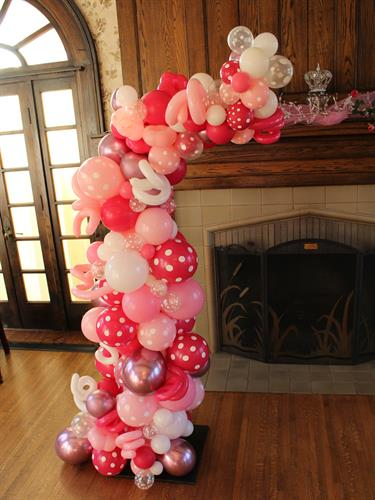 Half mantle organic style garland for a Princess party.