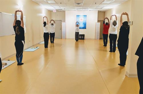 Gallery Image Body_and_Brain_Yoga_Tai_Chi_Libertyville_IL_4_yoga_class.JPG