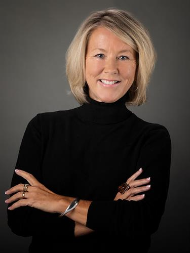 Gallery Image Casual-headshots-for-older-women-in-Colorado-Springs.jpg