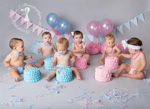 Gallery Image New-Bedford-Babies-Children-Families-cake-smash-083.jpg