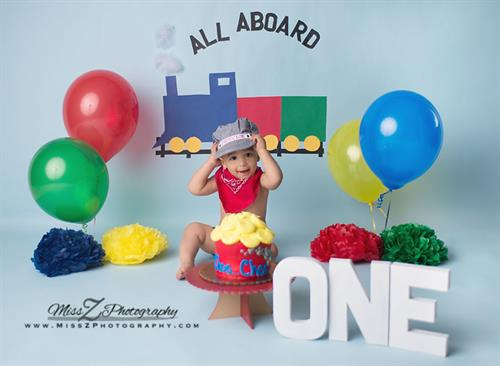 Gallery Image New-Bedford-Babies-Children-Families-train-cake-smash-101.jpg