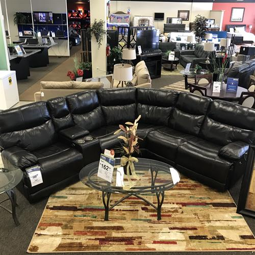 One of my favorite sets we carry! It's a power recliner sectional, also has a charging port for cell phones! So in love with this Italian leather sectional ??