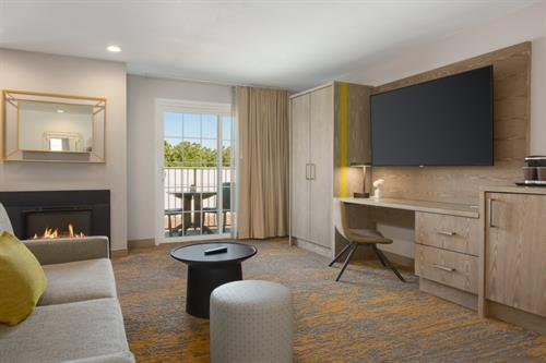 Jr. Suite w/ Fireplace, Balcony