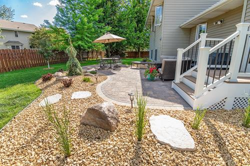 Patio & Rock Beds | Woodbury, MN | Green Oasis