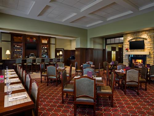 We invite you to experience the relaxing and warm atmosphere of the Red Rock Grill featuring American cuisine.