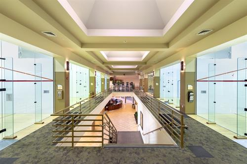 ClubSport San Ramon has indoor squash and racketball courts.