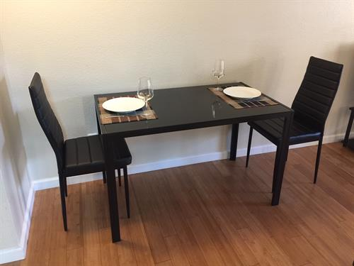 Dining table (4 chairs)