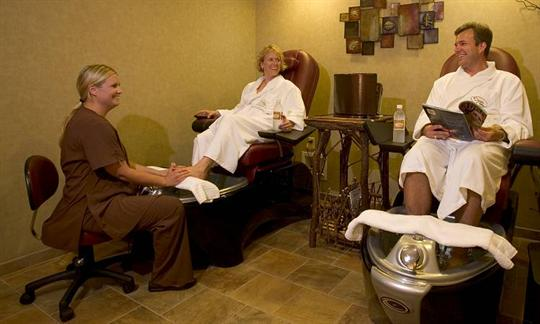 Gallery Image 08-spa-pedicure-couple1-750x450.jpeg