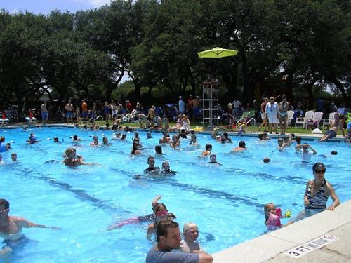 Gallery Image 2012_4th_of_July_pool_party_001.jpg