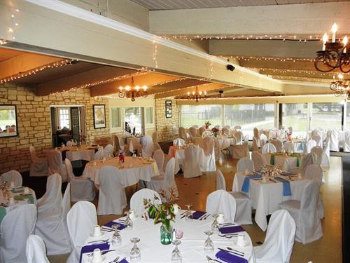 Gallery Image balcones_dining_room.jpg