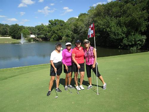 Gallery Image women_golf_pic.jpg