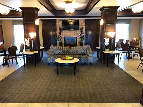 Breakfast Dining Area & Lobby