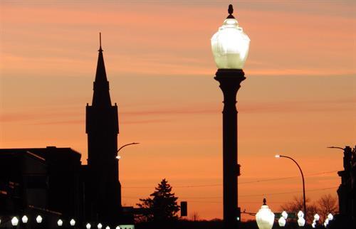Gallery Image IMGP1567._Church_steeple_and_street_lamps.JPG
