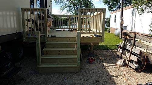 Free standing deck for trailer