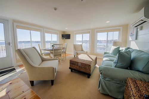Room 17, 2-bedroom suite