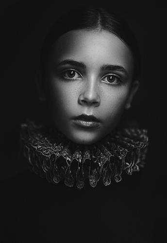 Gallery Image Amber_Leanne_Rothberg_Roza_Sampolinska_-51_BW_copy.jpg
