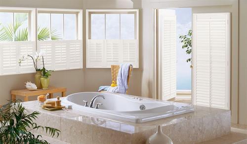 Gallery Image composite_cafe_shutter_bathroom_silk_white.jpg