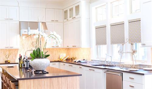 Gallery Image galleryhero-pattern-roller-shades-sleek-kitchen.jpg