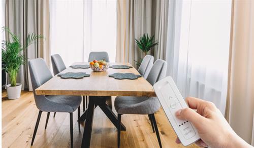 Gallery Image motorized-drapes-dining-room-somfy.jpg