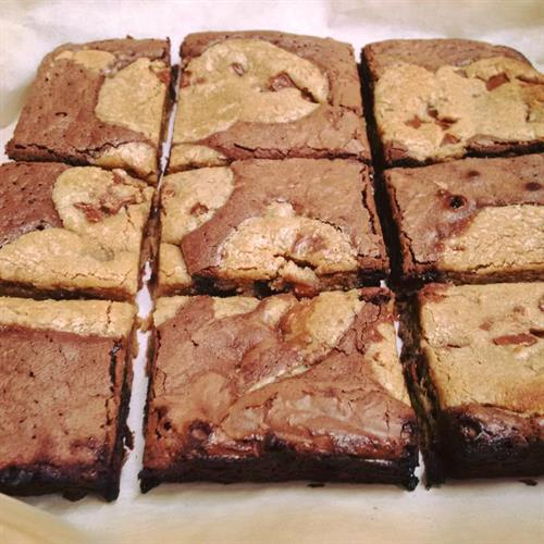 Domino's Marbled Cookie Brownie features fresh-baked milk chocolate chunk cookies mixed with fudge brownie and comes cut into 9 pieces.