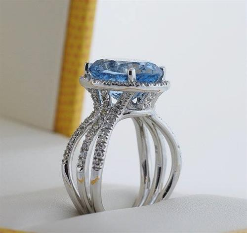 We are so happy to show you this flawless large Aquamarine and Diamond Ring! Isn't it gorgeous!
