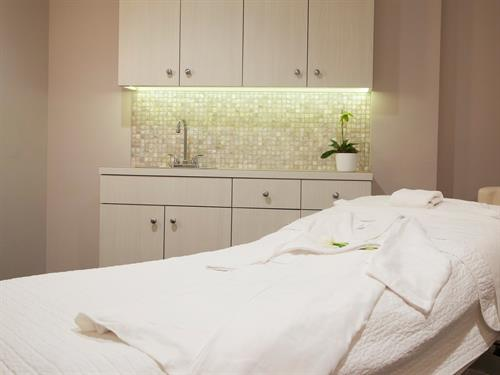 Gallery Image Spa_Room.jpg