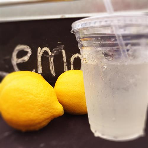 Metzy's Fresh Squeezed Lemonade (summertime only)