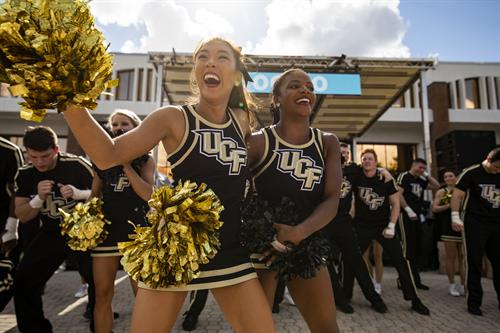 Gallery Image UCF_Cheer.jpg