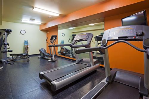 Gallery Image MAWE_48436458_CISMiddleton_Fitness_Room_600x400_72dpi.jpg