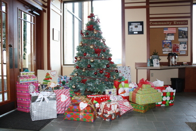 Oak Bank Annually Supports the Giving Tree for Dane County Head Start