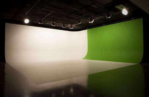 Studio Corner Cyc 30' x 30'