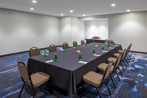 Gallery Image Meeting_Room_Boardroom_Setup.jpg