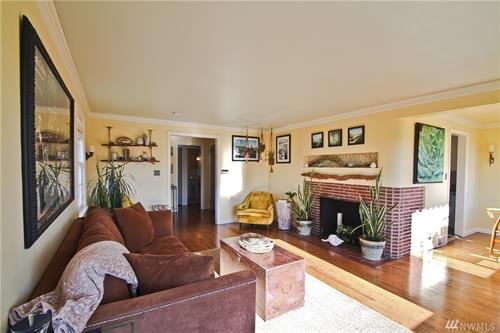 Staging & Photography - Main Living Room @ Magnolia (Owner/Agent Decor)