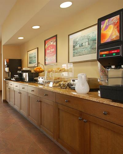 EconoLodge breakfast area