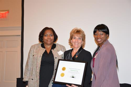 MVLE presents award to Greenspring at 2014 Annual Dinner Celebration