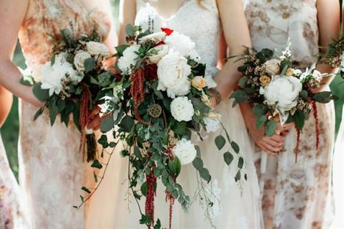 Wedding bouquets from small casual to large affair
