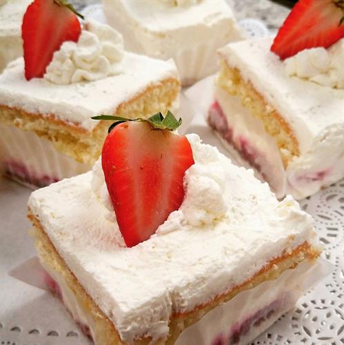 Strawberry Straciattella Cake