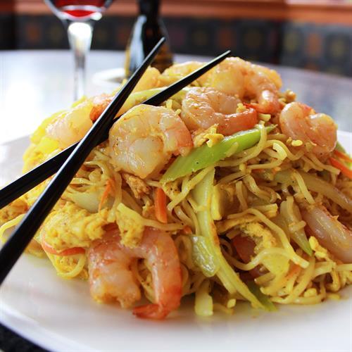 Gallery Image curried-singapore-noodles-shrimp.jpg