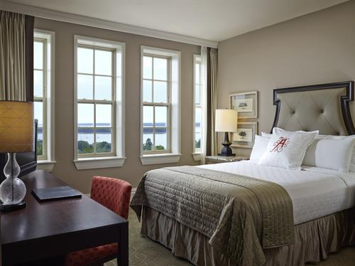 Algonquin Queen View Room