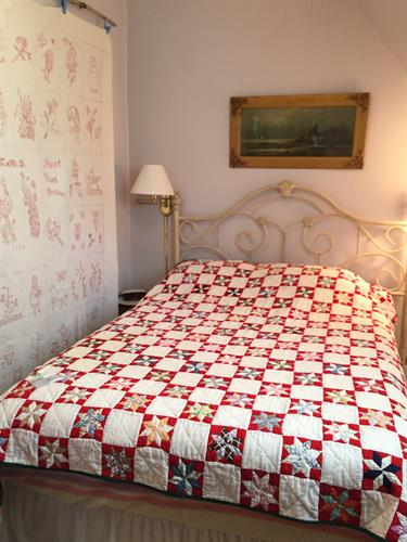 Captain's Room with antique quilt - LaMoyne Star.