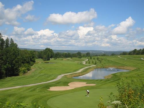 Gallery Image golf_FGC_pond_pic.jpg