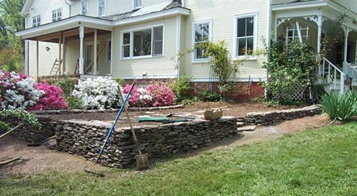 Dry-stack retaining wall by Terra Landscape and Design