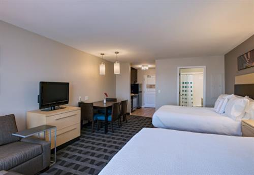 Newly Renovated Double Queen Bed Suites