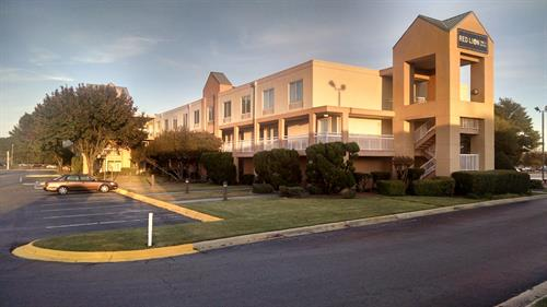 129 Room Hotel. 4.9 Miles to Fort Bragg, in the heart of all Retail & Restaurants