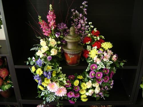 Circle of flowers Urn display