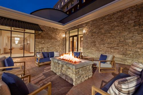 Outdoor Patio & Fire Pit