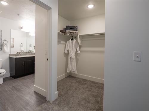 Gallery Image Walk-in_Closet.jpg
