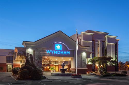 Wyndham Visalia Hotel & Conference Center