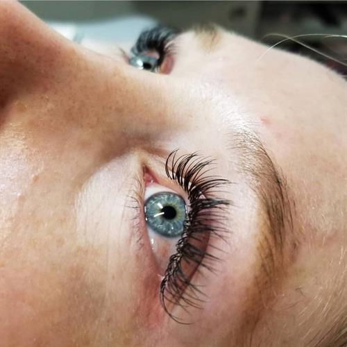 Classic full set of lashes by Michelle